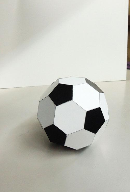 紙製サッカーボール